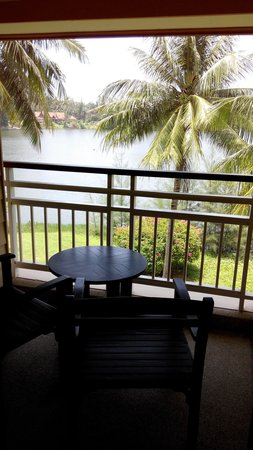Outrigger Laguna Phuket Beach Resort: balcony with lagoon view