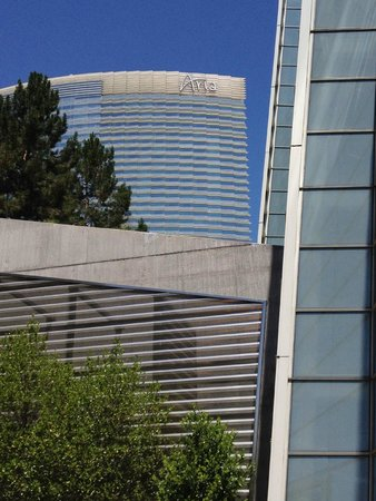 ARIA Resort & Casino : Aria from outside