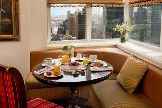 The Kimberly Hotel breakfast nook in Executive Suite