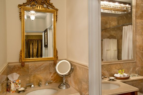 The Kimberly Hotel: The Kimberly Bathroom