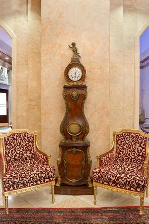 The Kimberly Hotel lobby clock