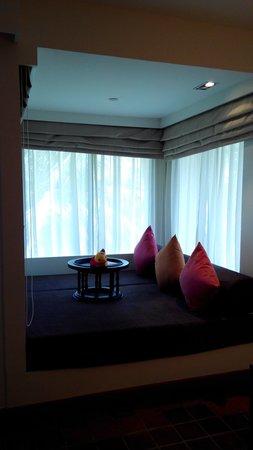 Outrigger Laguna Phuket Beach Resort: love my reading corner
