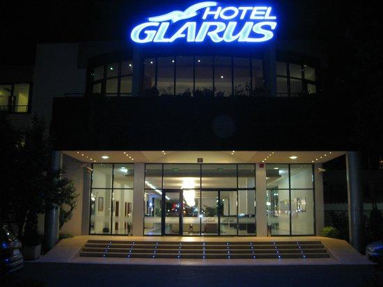 Hotel Glarus: отель, главный вход