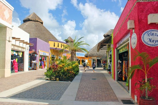 Cozumel - Picture of Forum Shops, Cozumel - TripAdvisor |Cozumel Mexico Stores With Boots