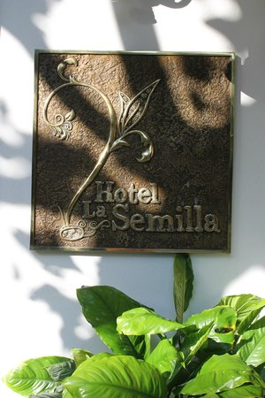 Hotel La Semilla: Sign on the front