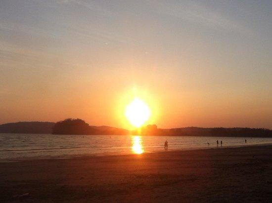 Noppharathara Beach: Sonnenuntergang