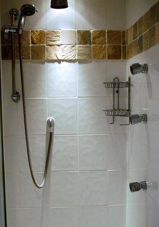 Dove Cottage: Private Bathroom