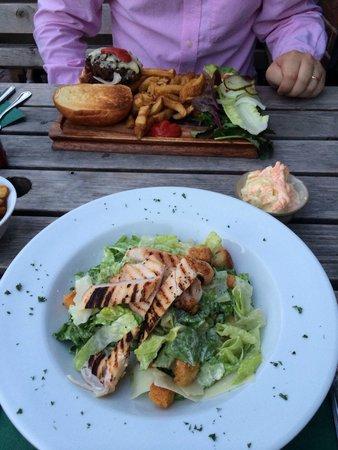 The Victory Inn: Burger and Caesar salad. Beautiful food.