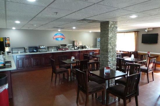 Baymont Inn & Suites Cordele: Breakfast Area