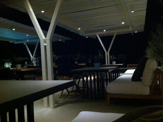 Bellonias Villas: Hotel looking out