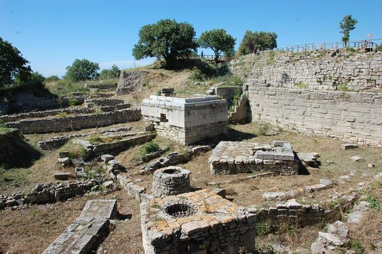 Ruins in the supposedly ancient city of Troy - Picture of Troy (Truva), Canak...