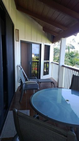 Nihi Kai Villas: balcony off living room