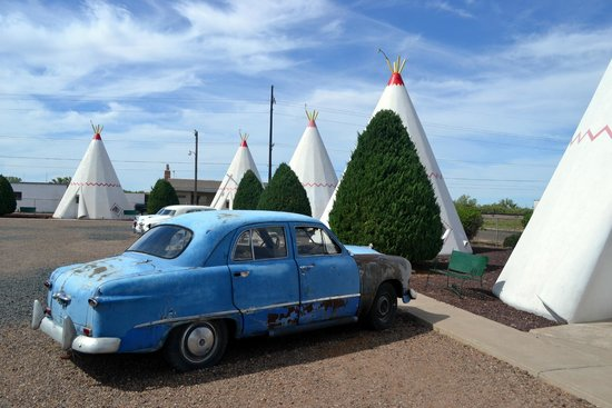 Wigwam Motel: View from room 1 during the day