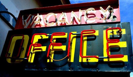 Wigwam Motel: Nostalgic sign