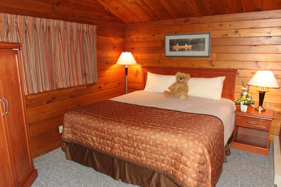 Lac le Jeune Resort: Cabin Bedroom