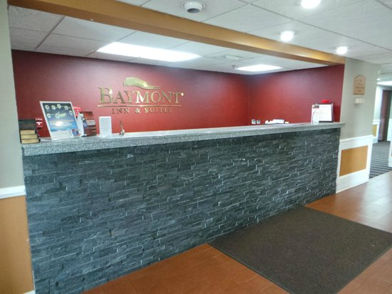 Baymont Inn & Suites Cordele : Front Desk