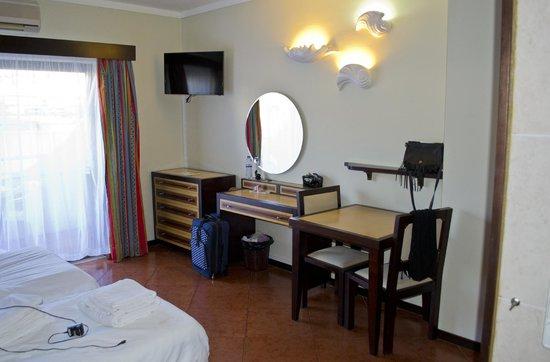 Hotel Paraíso de Albufeira: dresser