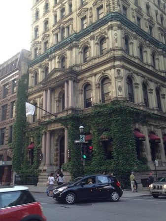 Free Old Montreal Tours A Five Star Hotel Frequented By Celebrities Le St