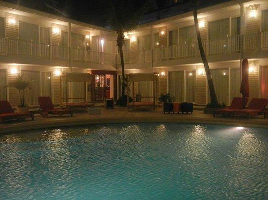 Decameron Los Delfines : piscina e quartos