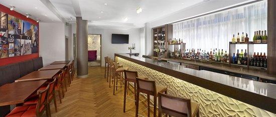 Doubletree by Hilton – London Islington : Bar