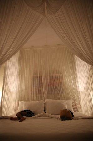 Puri Gangga Resort: Swathed in Netting / Draped Sleepers