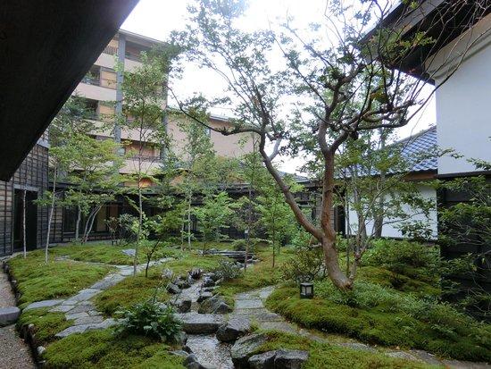 Oyado Konoha: 中庭です