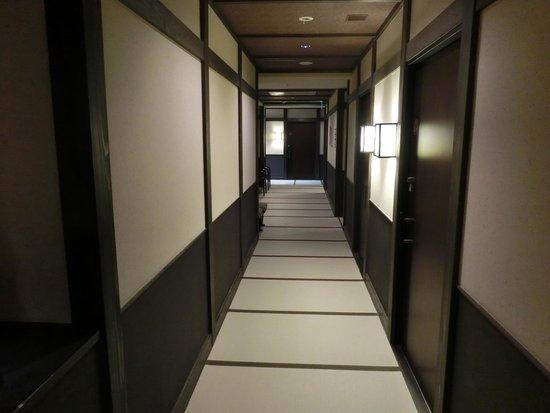 Oyado Konoha: 畳敷きの廊下です