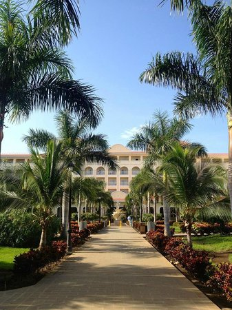 Hotel Riu Guanacaste: View of the hotel from the pool