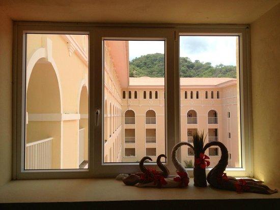 Hotel Riu Guanacaste: Even the window sills get decorated