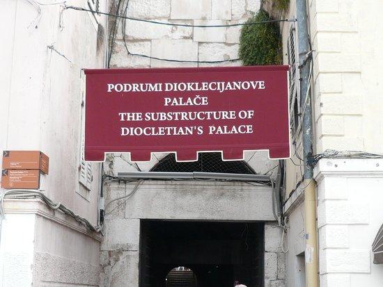 Palais de Dioclétien : Entrance to Diocletian's palace