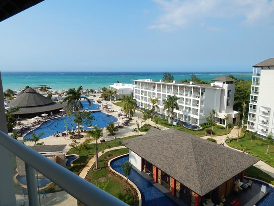Royalton White Sands Resort: Pool and hotel suites on right with swim out