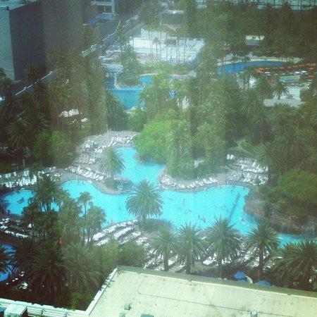 The Mirage Hotel & Casino: Vista para Piscina