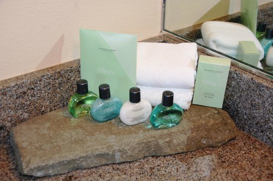Friday Harbor House : Bathroom goodies