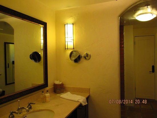 Spanish Garden Inn: Bathroom