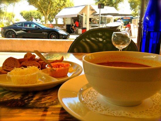 Astoux et Brun: soup bouillabaisse
