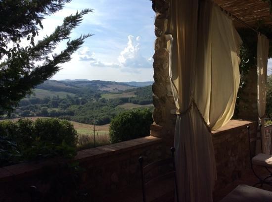 Podere La Ciabatta: Sicht von der nicht bewirtschafteten Terrasse ins Tal