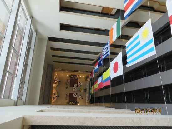 Prodigy Grand Hotel & Suites Berrini : View of Lobby from our floor