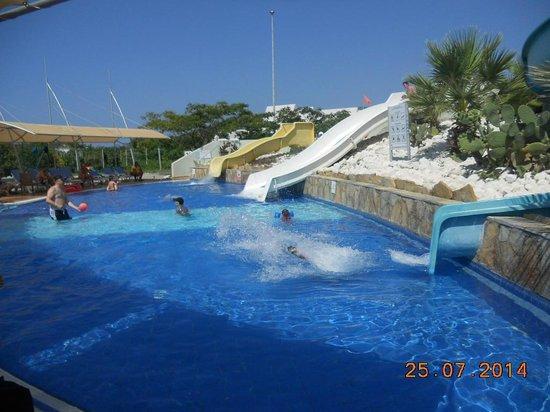 TUI Family Life Tropical Resort: Slide pool