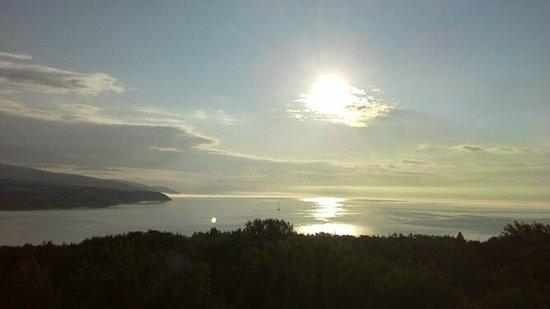 Auberge des Falaises : La levée du soleil à partir de notre balcon.
