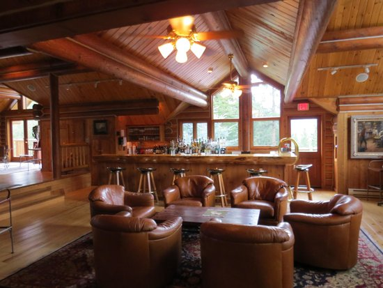 Triple Creek Ranch: Bar area