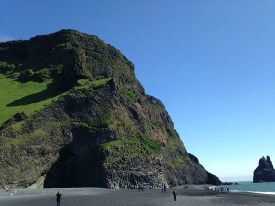 Iceland Horizon : Black sand beaches at Vik - and incredible rock formations