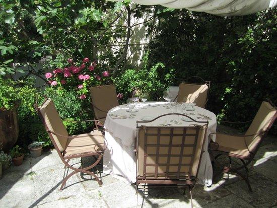La Mirande Hotel: garden