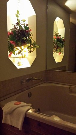 Comfort Inn & Suites Ashland: Jacuzzi tub