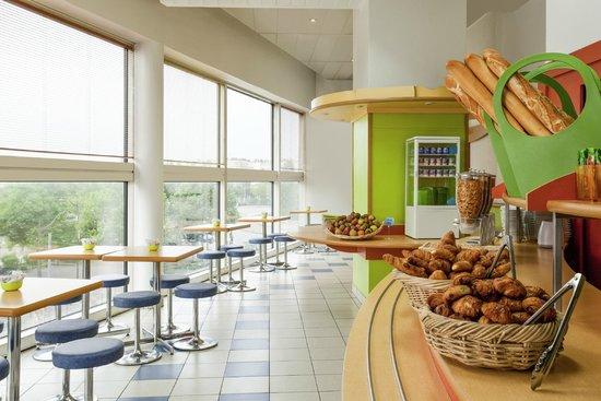 Ibis Budget Paris Porte de Montreuil : la salle de petit déjeuner