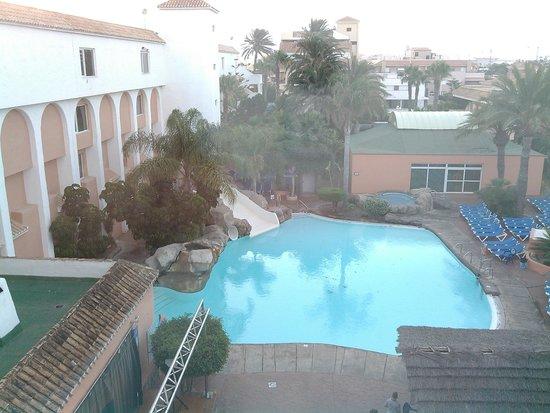 Diverhotel Roquetas: vista piscina