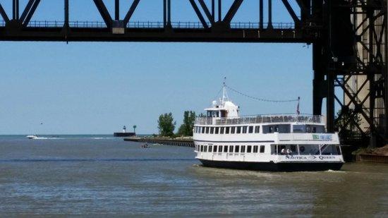 Aloft Cleveland Downtown: Nautica Queen