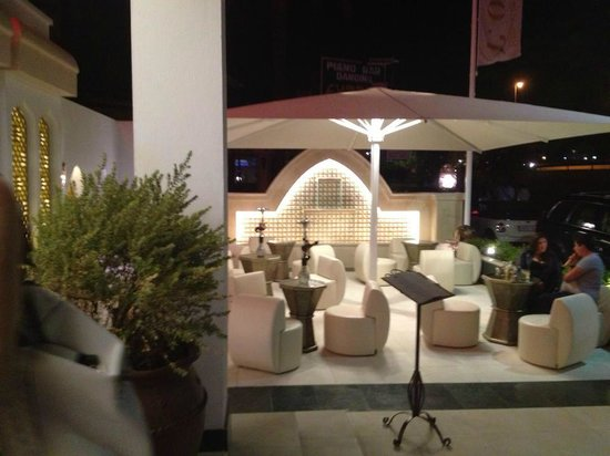 L'Oriental : Outside seating area, in front of entrance - for drinks