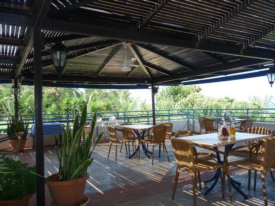 Helios Bay Hotel: Кафе, где мы завтракали.