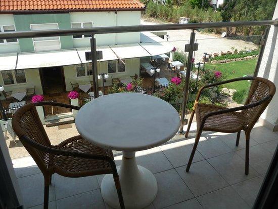 Helios Bay Hotel: Вид с балкона на ресторан