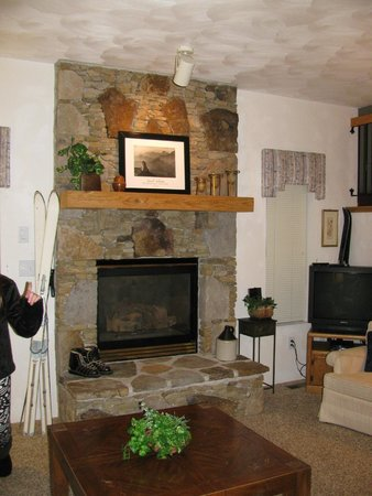Seven Springs Mountain Resort: Fireplace